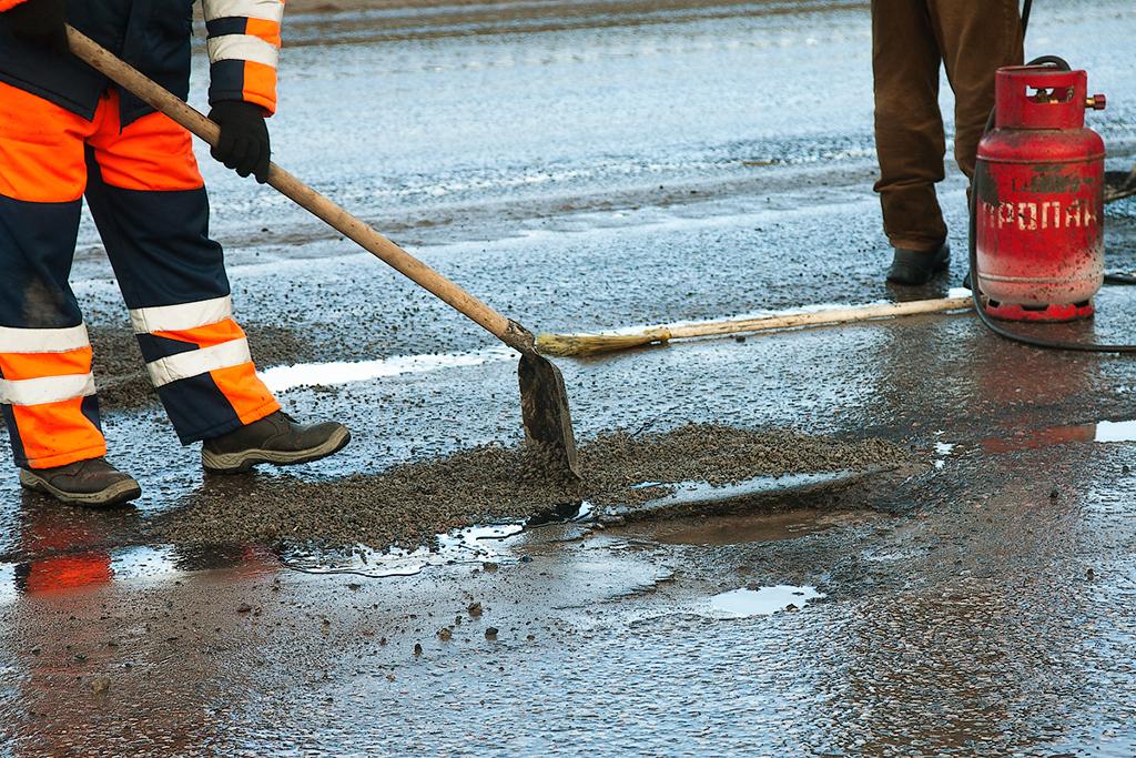 На ямочный ремонт дорог города потратят 2 000 000 руб
