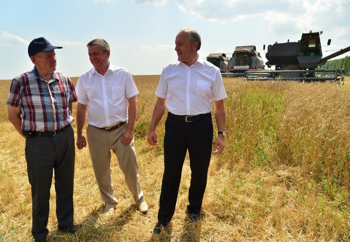 Губернатор посетил хозяйство фермера Виктора Маняхина