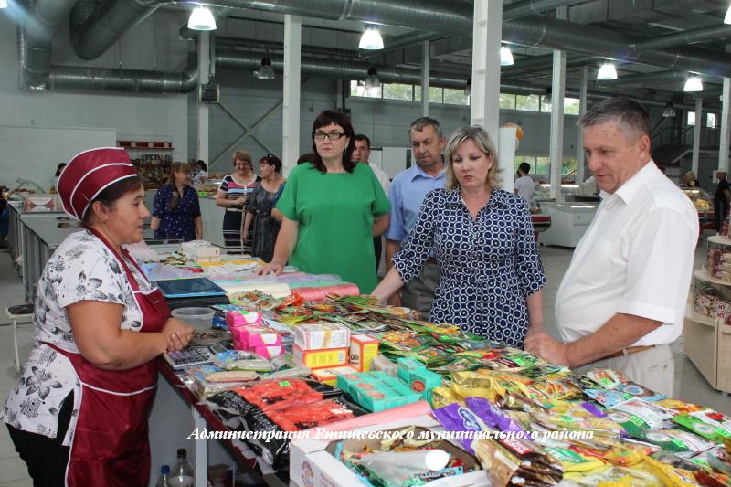 В Ртищеве открыли крупнейший в городе торговый центр