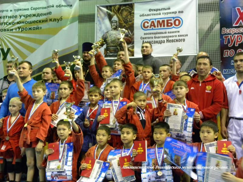 180 самбистов собрались в ФОК Юность на областной турнир