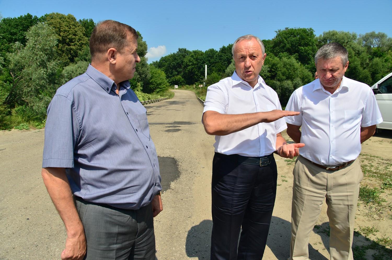 Александр Санинский рассказал, что местные фермеры скинулись на ремонт дорог
