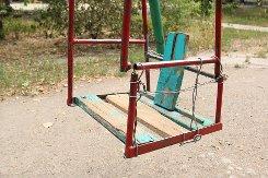 В Ртищевском районе выявлено более 40 бесхозных детских площадок