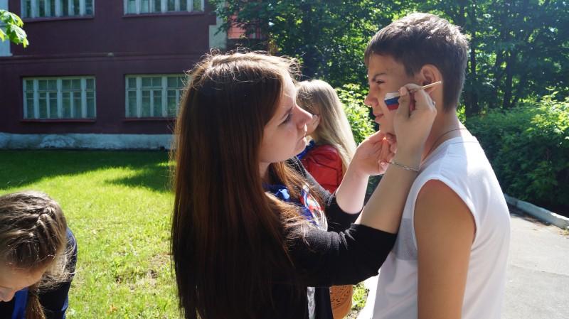 В День России волонтеры провели патриотическую акцию