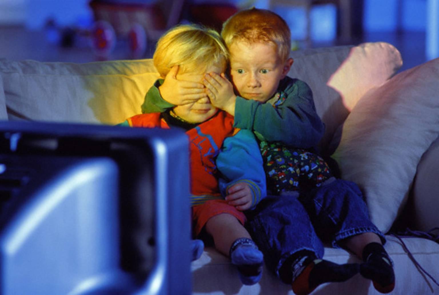 Секс смотря на телевизор 24 фотография