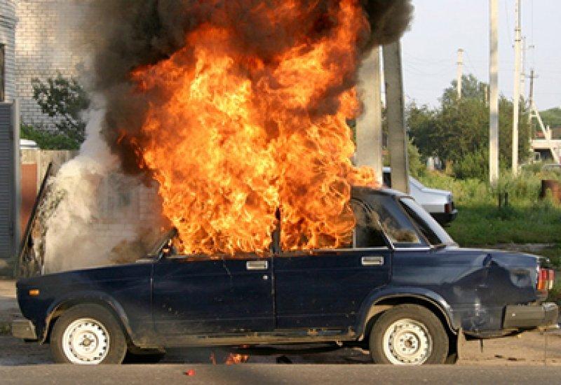 В Ртищевском районе загорелся автомобиль