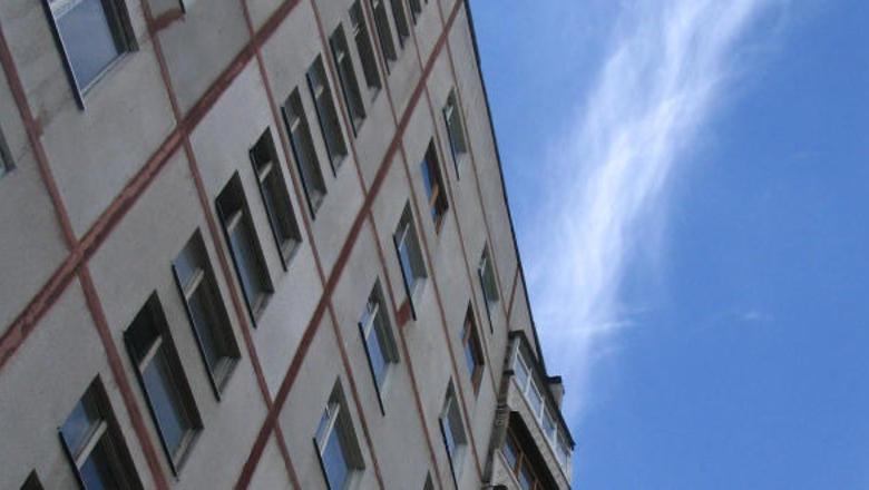 19-летняя жительница Ртищево выпала из окна 10-го этажа в городе Пенза