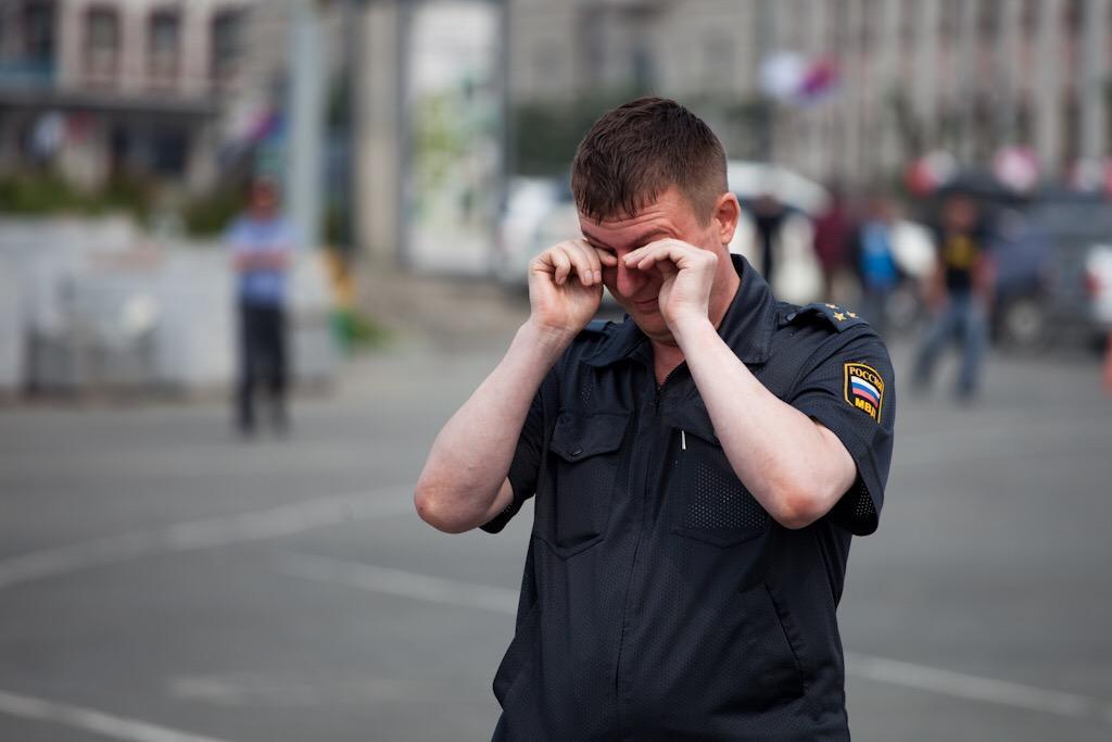 Пьяный мужчина избил правоохранителя прямо в полиции