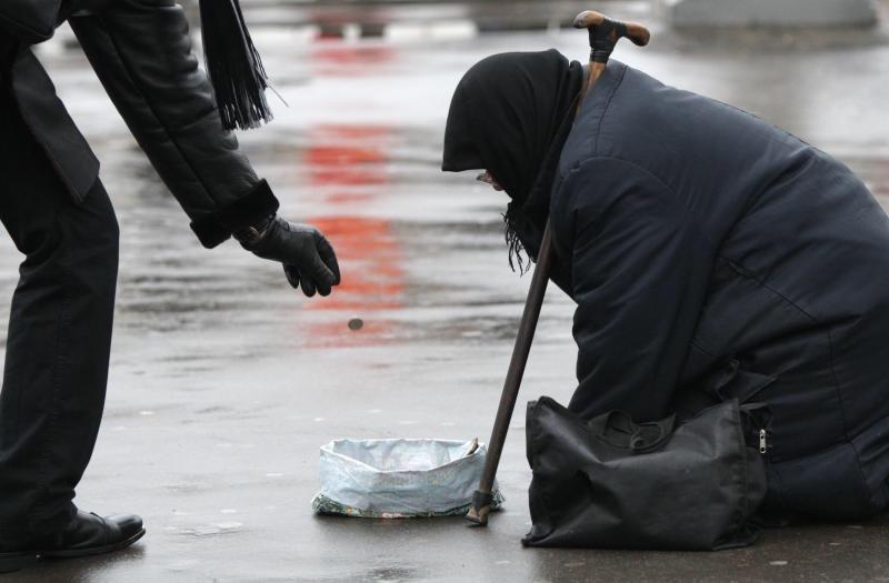 Александр Санинский и Алла Лосина помогут бедным ртищевцам деньгами