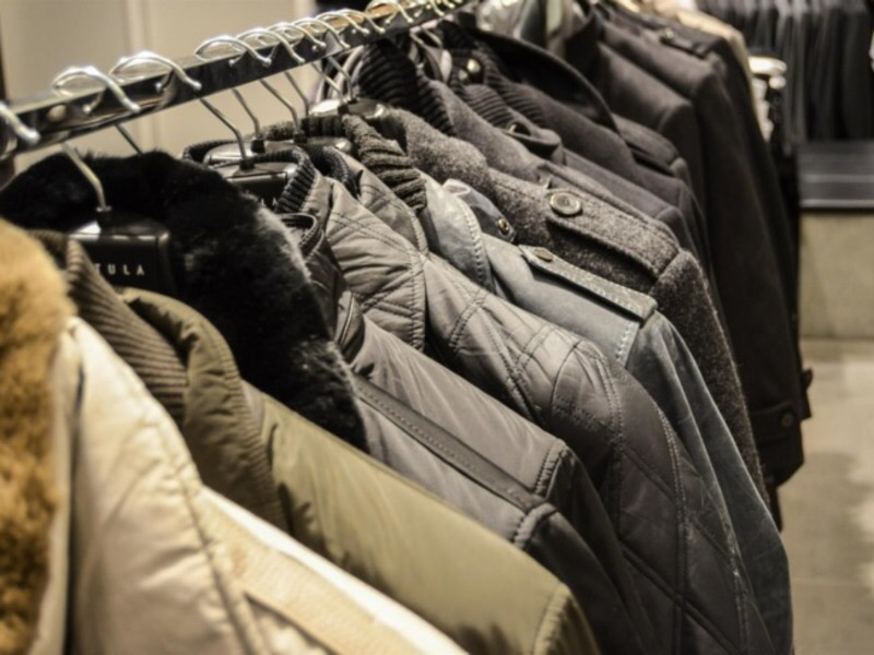 Ртищевских предпринимателей оштрафовали за продажу «левой» одежды