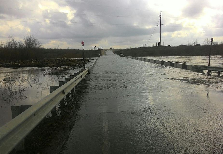 Под Ртищево затопило мост через Хопер у села Нестеровка
