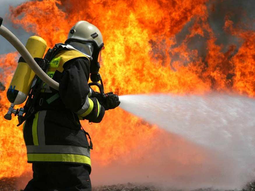 Утром в Ртищево загорелся гараж