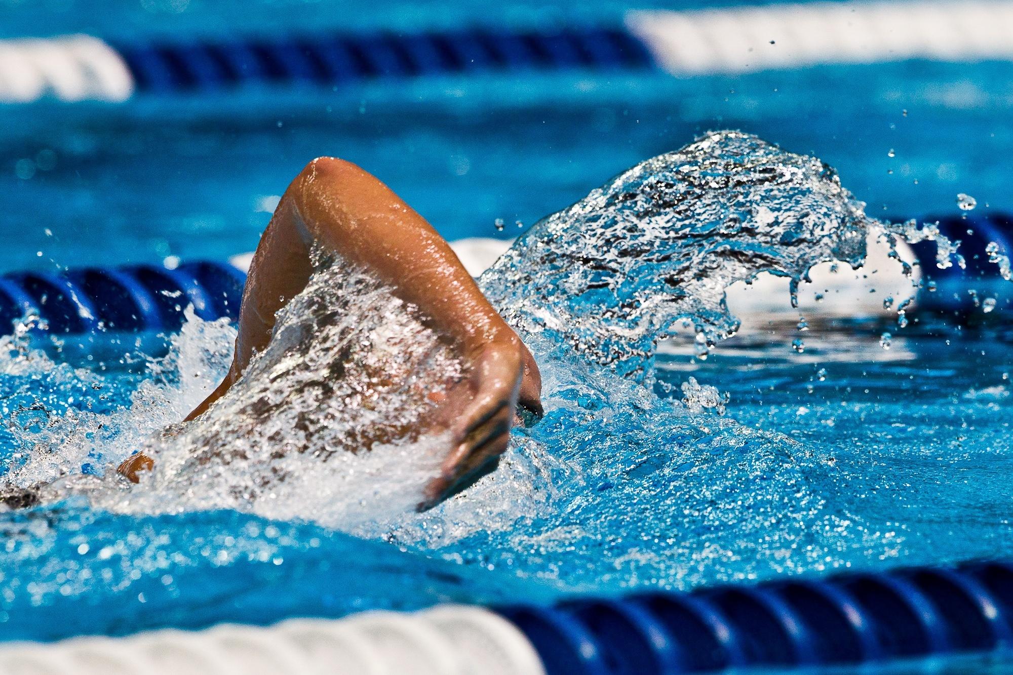 Трудовые коллективы сразились в первенстве города по плаванью