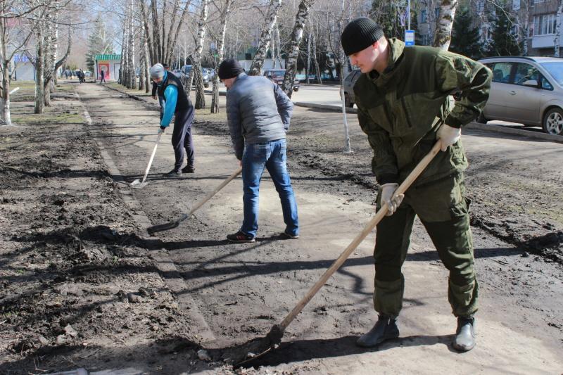 Ртищевские чиновники лично помогли убрать город