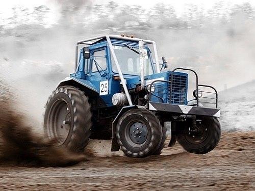В Малиновке мужчина угнал трактор