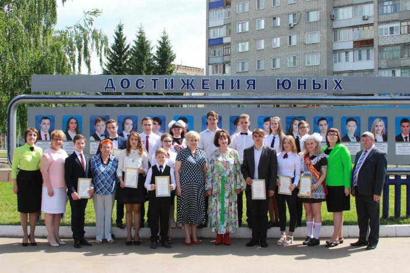 В Ртищево состоялось открытие районной Доски почета
