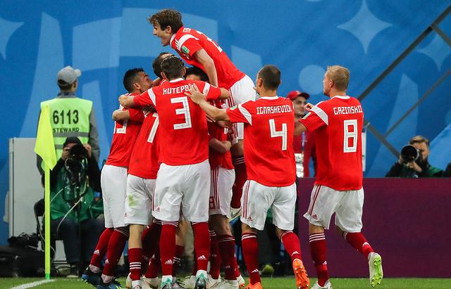 Сборная России впервые в истории вышла в 1/8 финала Чемпионата мира по футболу