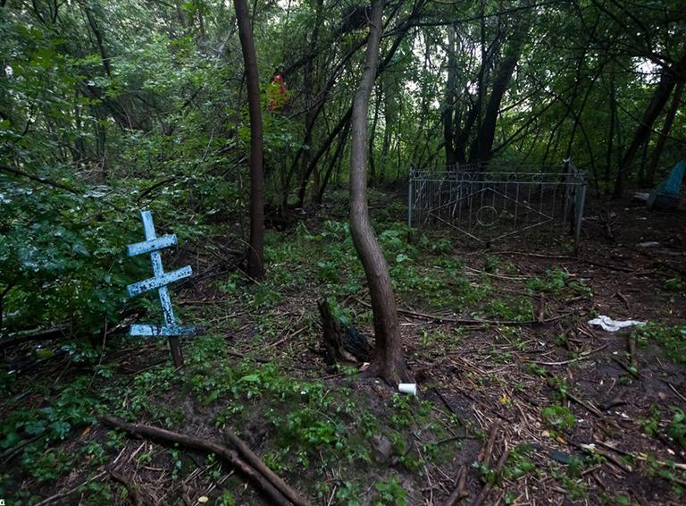 На ртищевском кладбище мотоциклисты избили мужчину и сорвали с него крестик