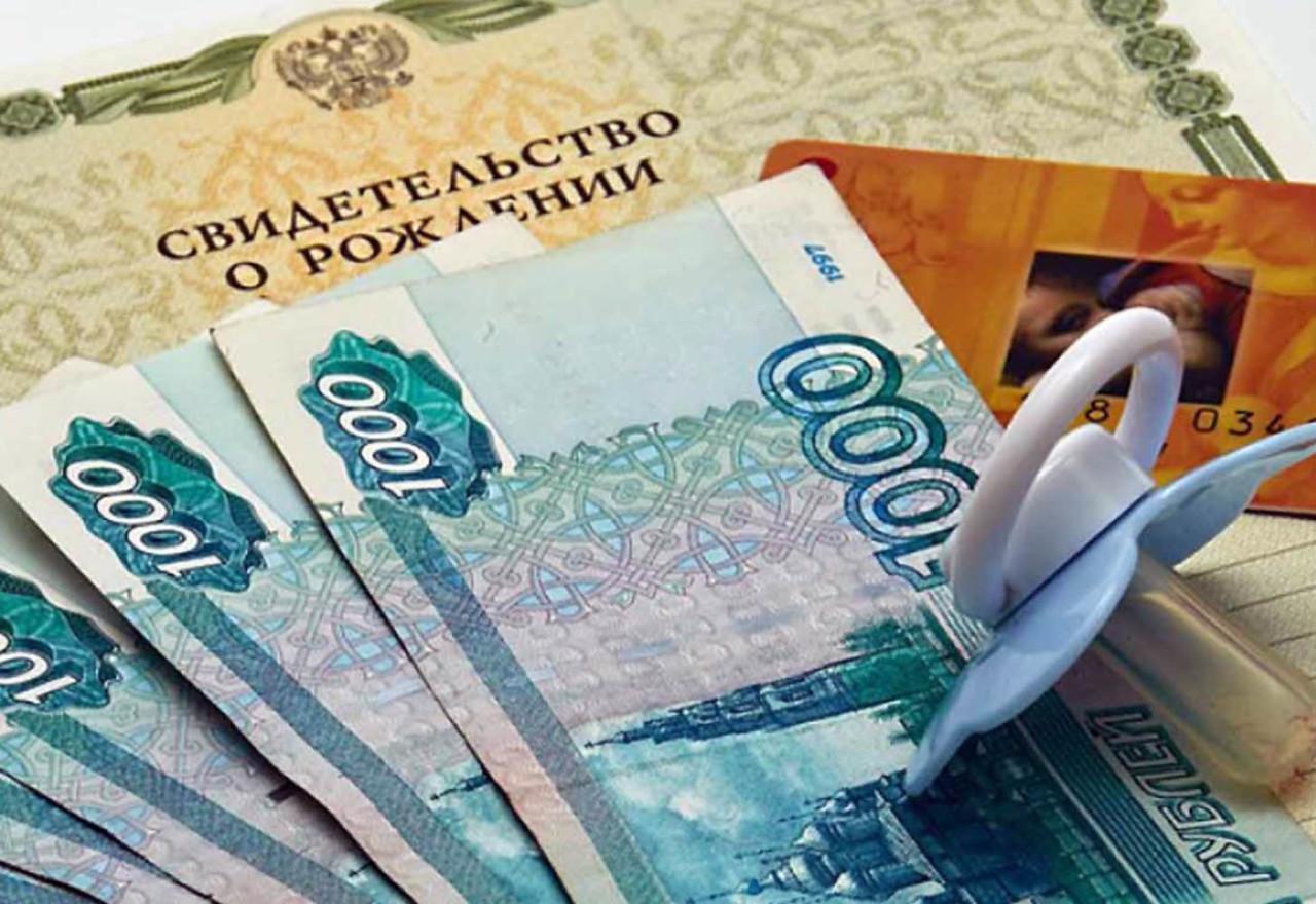 В Саратовской области 1738 семей получают выплаты на первенцев