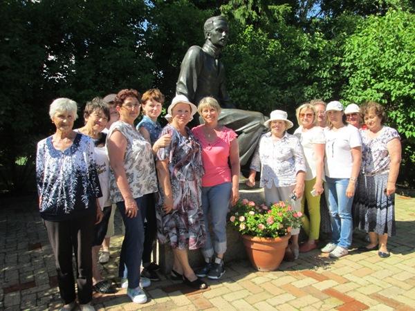 Ртищевские пенсионеры посетили Тарханы