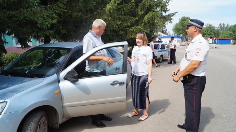 Сотрудники ДПС напомнили водителям о правилах дорожного движения