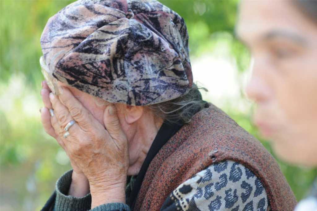 В Аркадаке мужчина избил пенсионерку и отобрал у нее еду