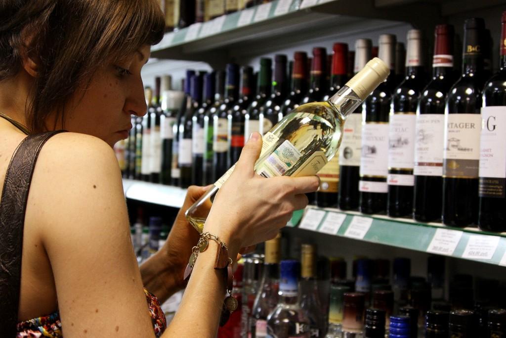 Правительство повысит возраст продажи алкоголя до 20 лет