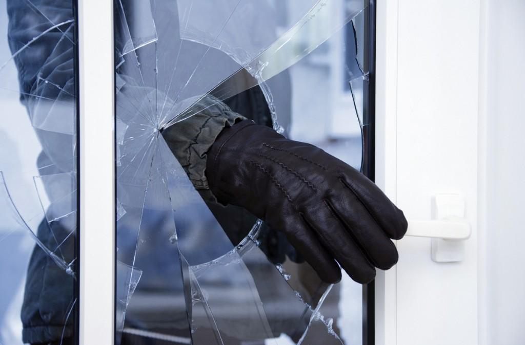 Грабитель украл у пенсионера 300 рублей