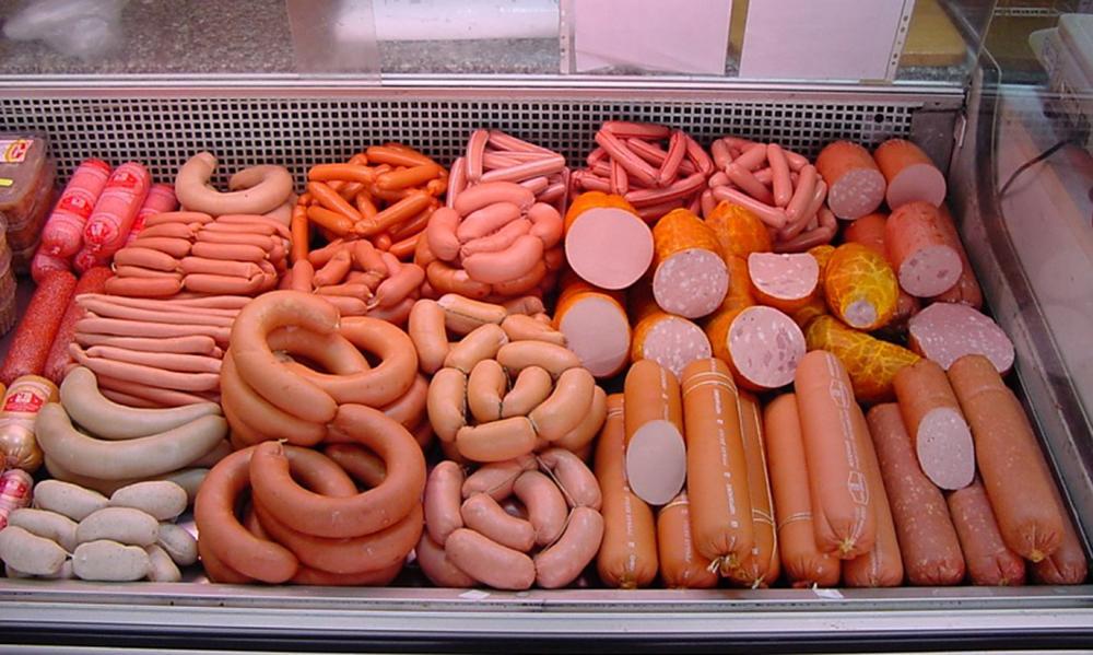 В колбасе и сосисках нет мяса кошек и собак