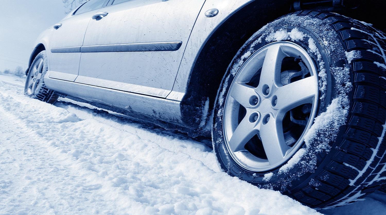 Минтранс напоминает водителям правила безопасной эксплуатации автомобиля зимой