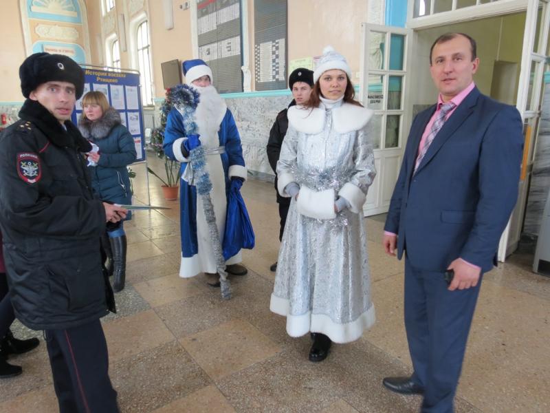 К акции «Полицейский Дед Мороз» присоединились полицейские Ртищево