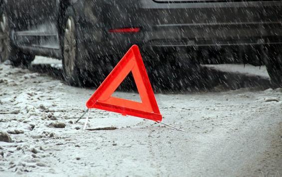 """Водитель """"Десятки"""" врезался в припаркованный ЗИЛ"""