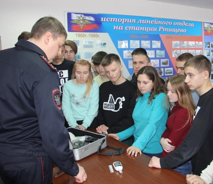 Студенты познакомились с транспортной полицией