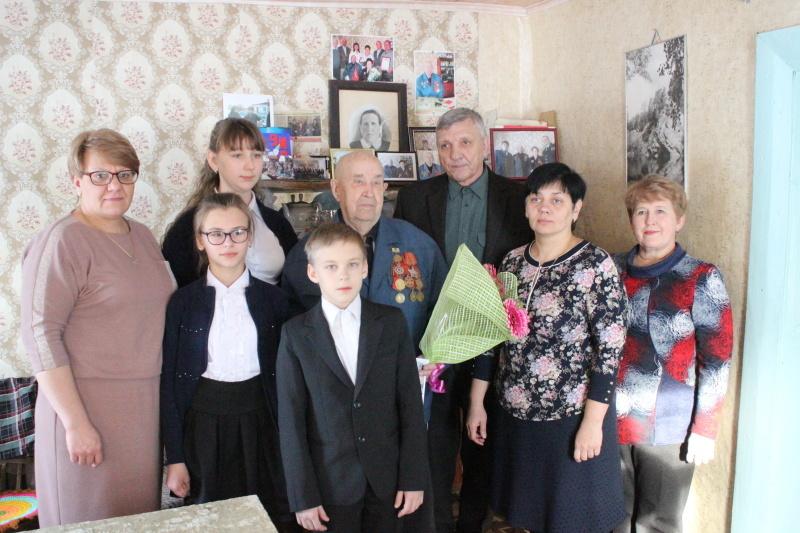 Накануне годовщины Сталинградской битвы ветеран Калинкин принимал поздравления