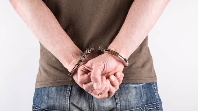 Молодой человек ожидает суда за помощь в сокрытии убийства