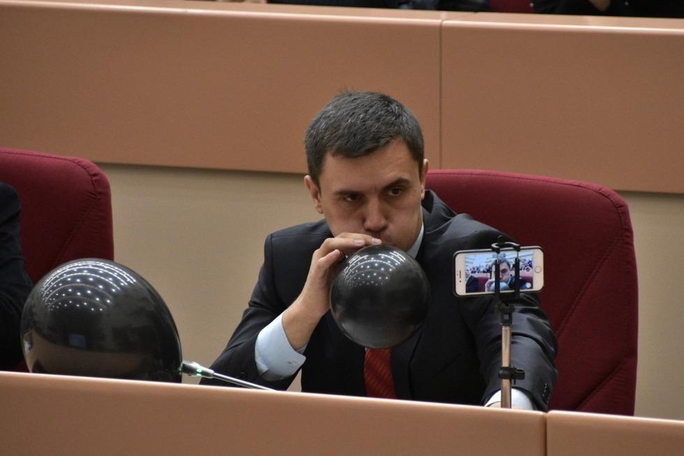 Депутаты Саратовской областной Думы выступил против гласности в парламенте