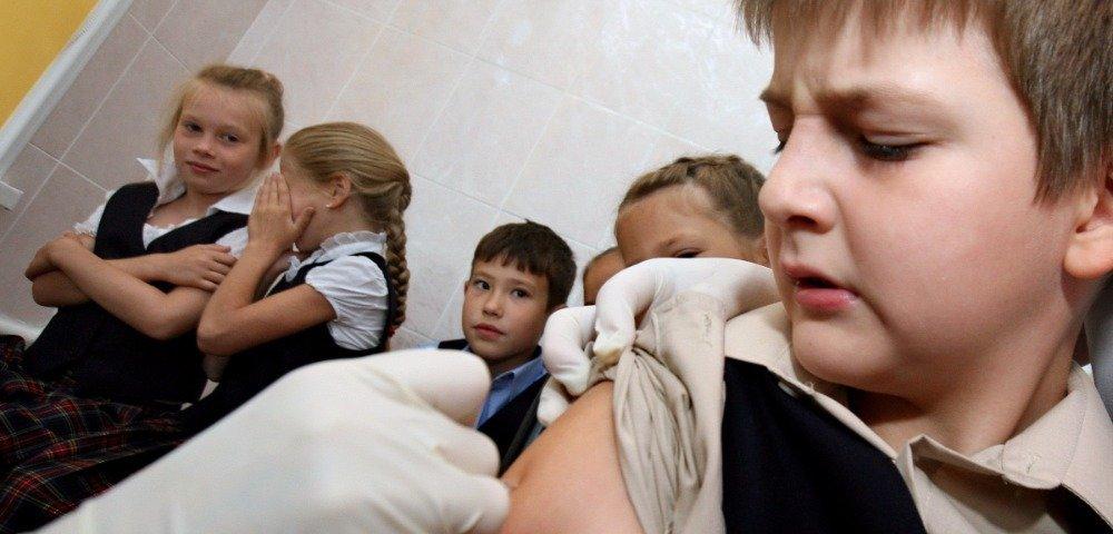 Непривитых детей не пустят в школу
