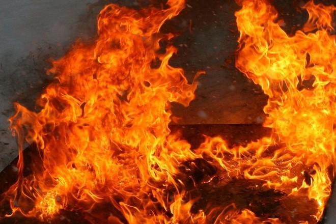 На ул. Чернышевского вспыхнул деревянный дом