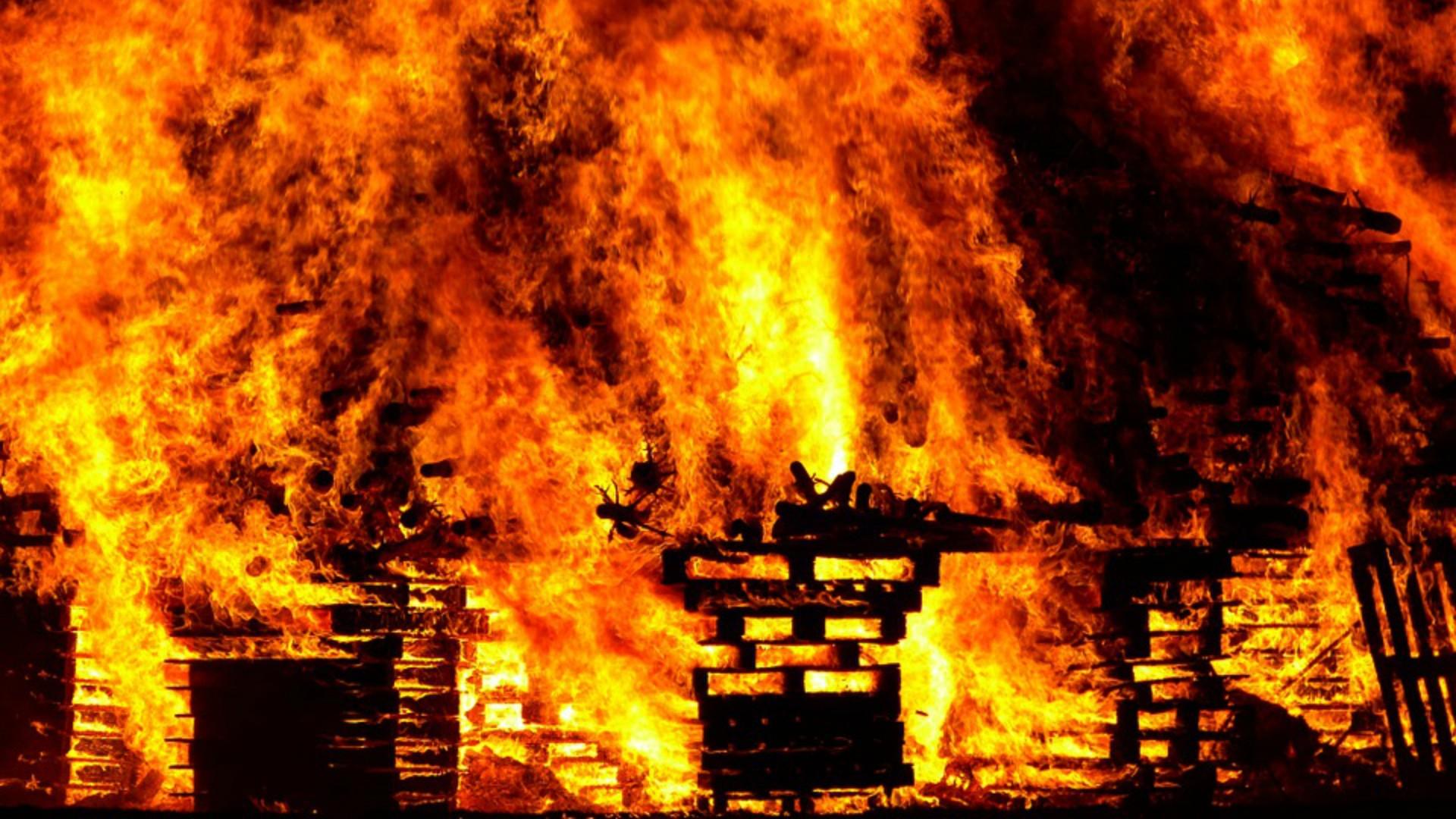 В Ртищевском районе горели надворные постройки