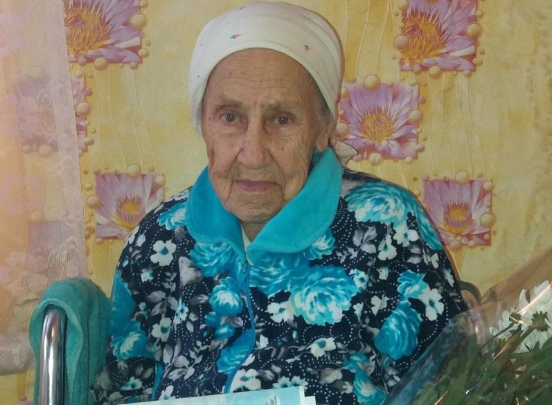 Жительница Ртищева отмечает 90-летний юбилей