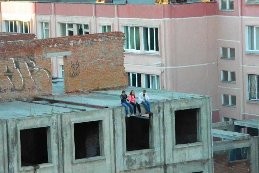 Минобразования напоминает о запрете нахождения детей в недостроенных зданиях