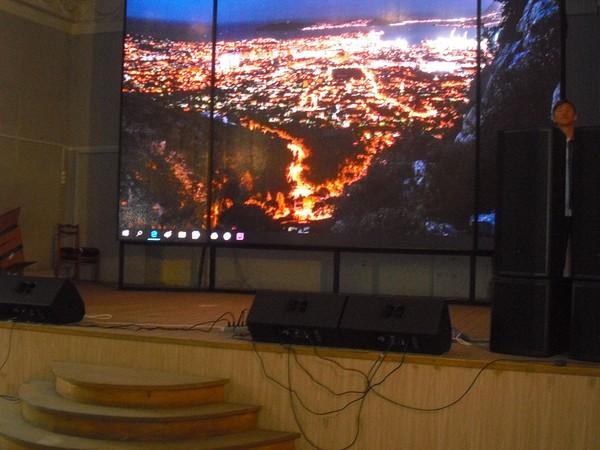 Партийцы проверили ход работ по оборудованию виртуального концертного зала