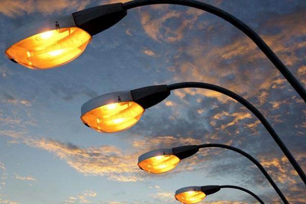 В п. Темп устанавливают новые уличные фонари