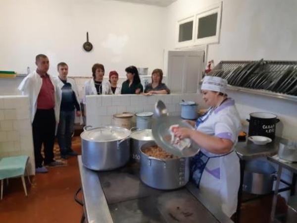 Партийцы в Ртищеве проверяют детские сады и школы