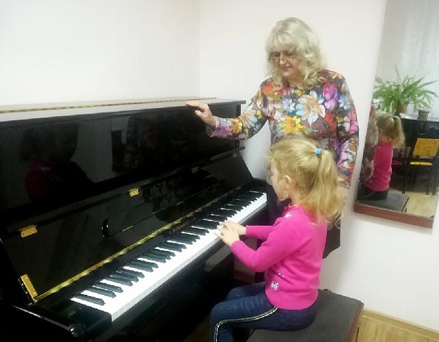 В Ртищевской школе искусств появилось новое пианино