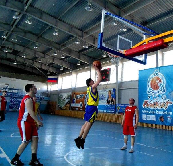 Перед поединком с Монсоном Стас Арбузов играет в баскетбол