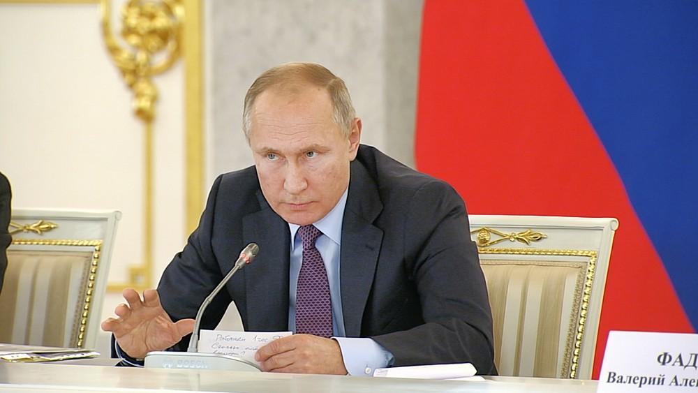 Путин предложил провести референдум в будний день, сделав его выходным