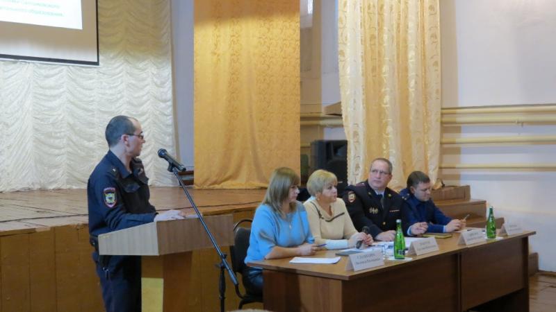 Ртищевские участковые полиции отчитываются перед жителями