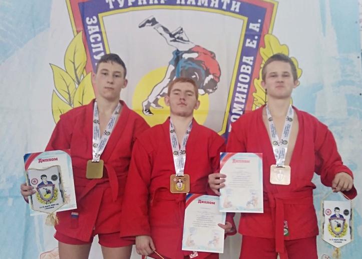 Ртищевские самбисты успешно выступили на турнире в Балашове