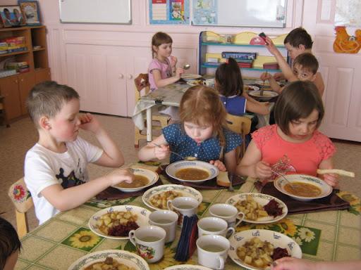 Детей в садике кормили некачественными продуктами