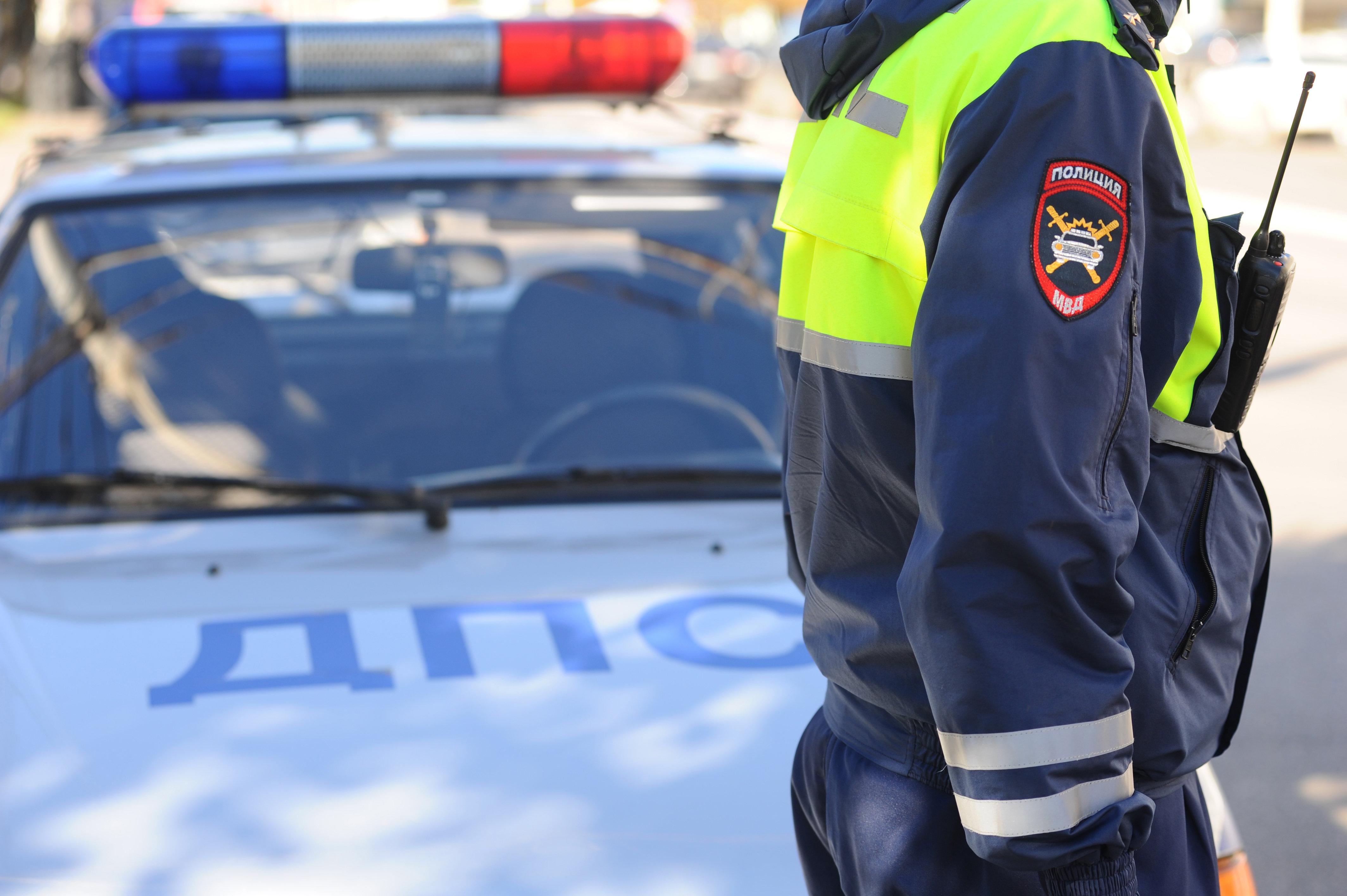 Подросток на угнанной машине въехал в столб и сбежал с места ДТП